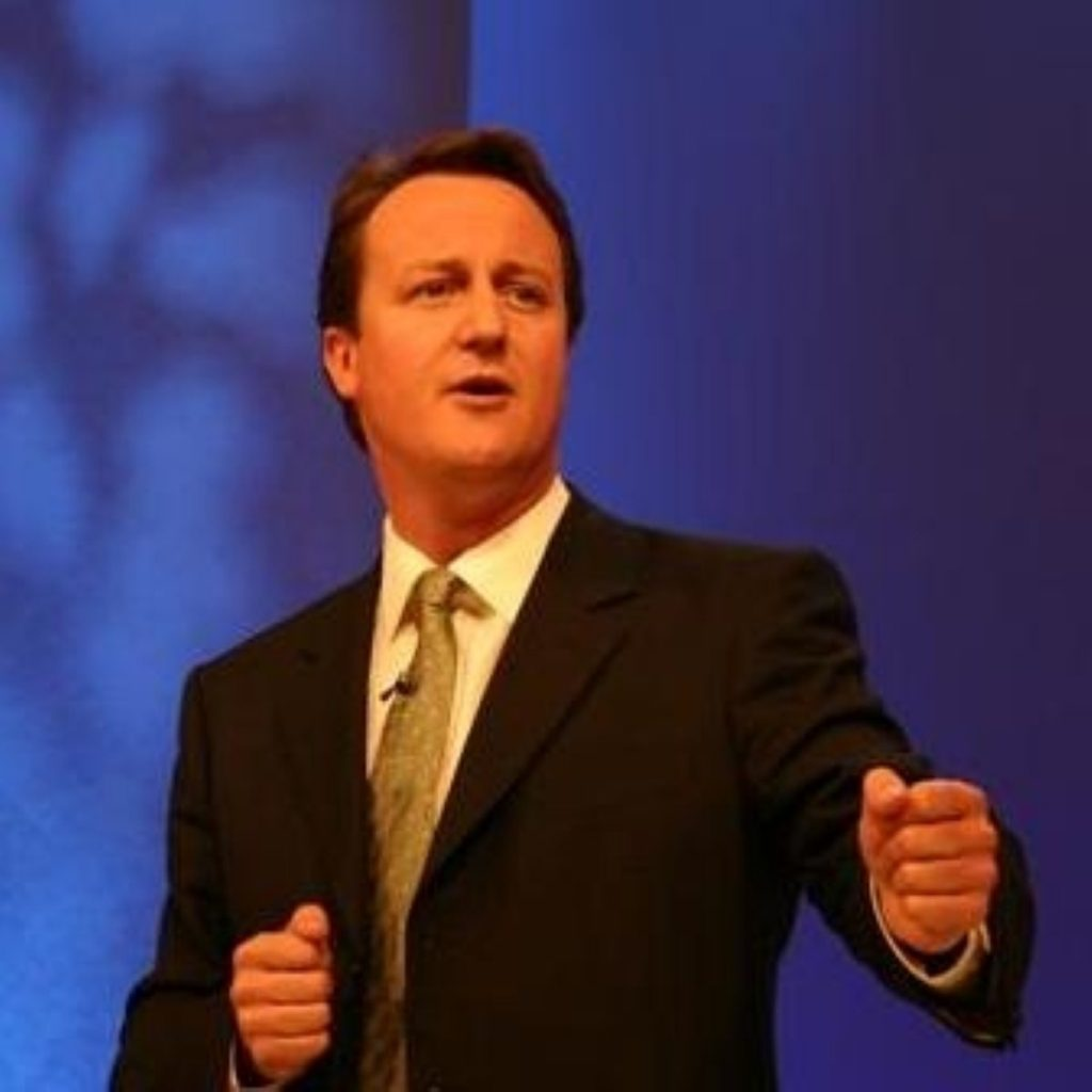 Cameron toughens Tory line on immigration