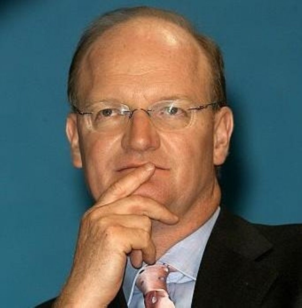 Willetts urges Labour MPs to oppose funding cut