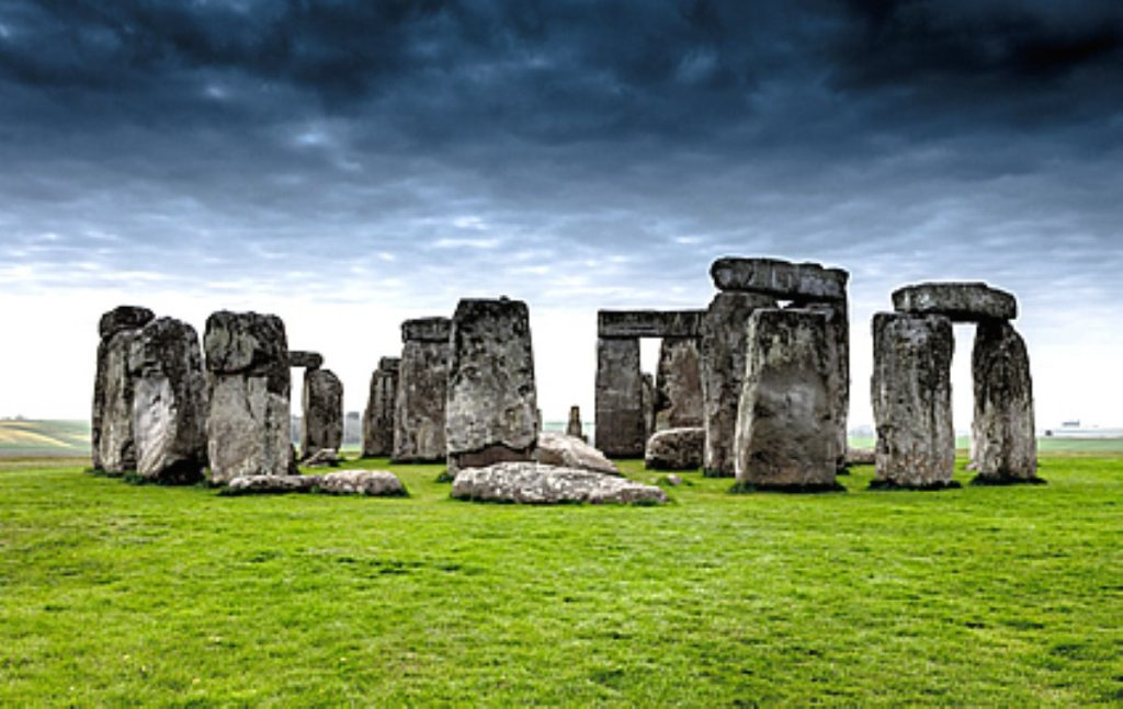 Travellers trying to reach Stonehenge were attacked by police 30 years ago today