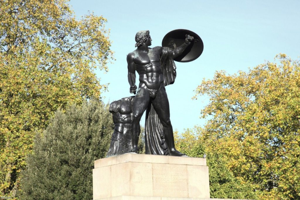 Hyde Park: Committee calls for smoking ban in London's green spaces
