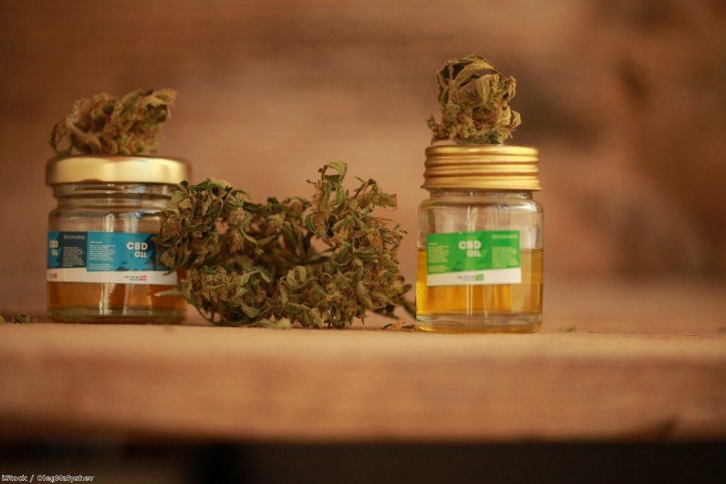 Cannabis oil | Copyright: iStock / OlegMalyshev