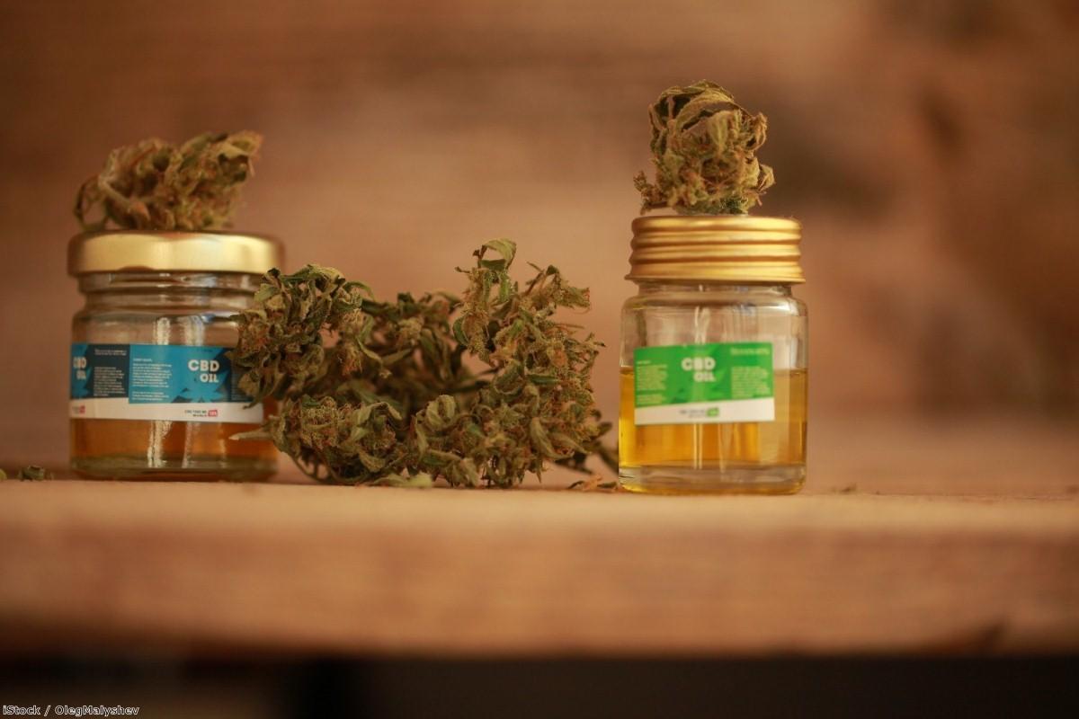 Cannabis oil   Copyright: iStock / OlegMalyshev