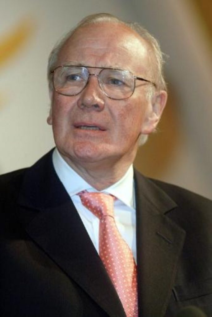 Menzies Campbell says Lib Dems would survive handing donation back