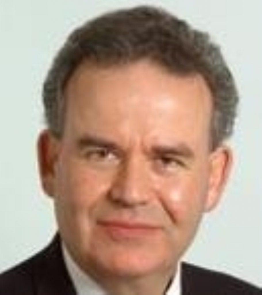 Lewis resigns Oxford Union membership