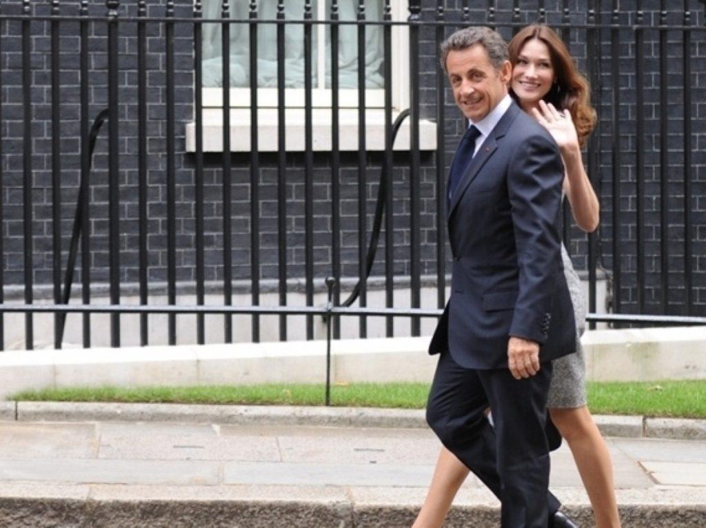 Nicolas Sarkozy and Carla Bruni walk to Downing Street