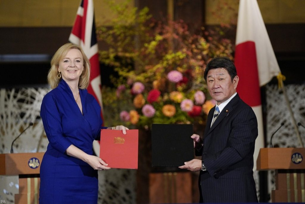 Liz Truss and Japanese foreign minister Toshimitsu Motegi exchange agreement documents last Friday.